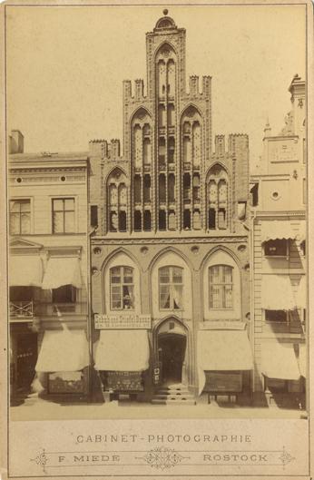 """Hopfenmarkt 28; 1885/86, rechts unten Nummer """"1""""; Kabinettformat, Rückseite blanko"""