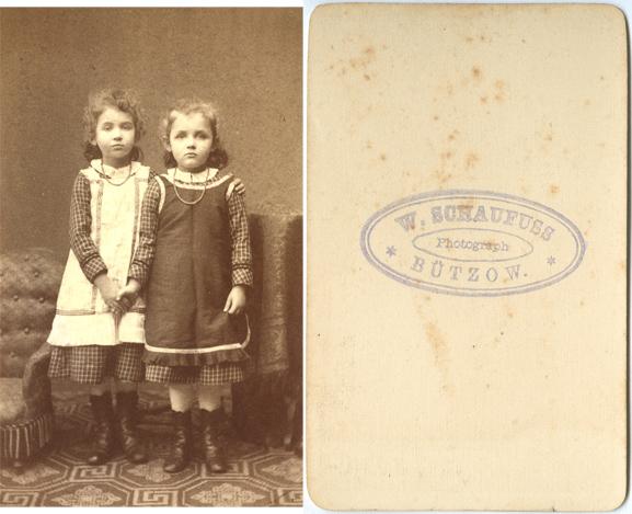 W. Schaufuss; Visitformat, umlaufender Kartonrand der Bildvorderseite nicht abgebildet, auf der Vorderseite keine Hinweise zum Fotografen