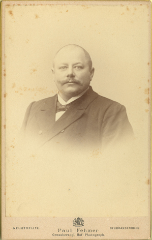 Paul Fehmer. Grossherzogl. Hof-Photograph. Neustrelitz, Neubrandenburg; Visitformat, Rückseite blanko