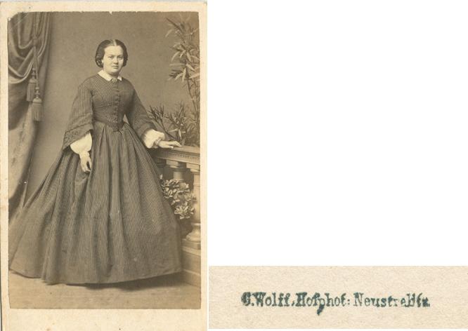 C. Wolff; Visitformat, rückseitiger Stempel