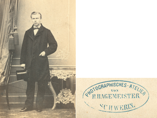 H. Hagemeister. Visitformat, umlaufender Rand nicht abgebildet, rückseitiger Stempel vergrößert dargestellt