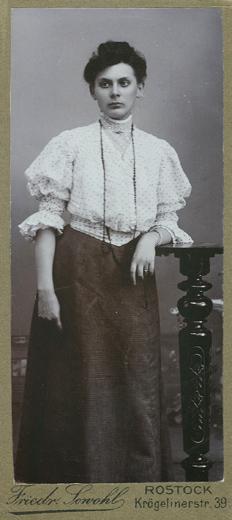 sewohl-junge-frau-1905-1907-cdv-Kopie