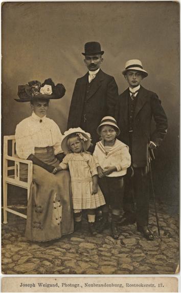 Joseph Weigand. Rückseitiger Namensaufdruck; Fotopostkarte