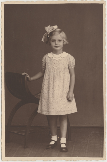 E. Lübow. Prägung unten rechts, Fotopostkarte