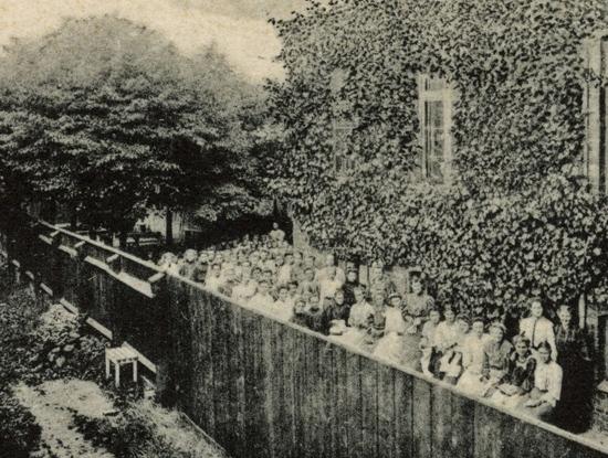 Ausschnitt der rechten Abbildung der Ansichtskarte