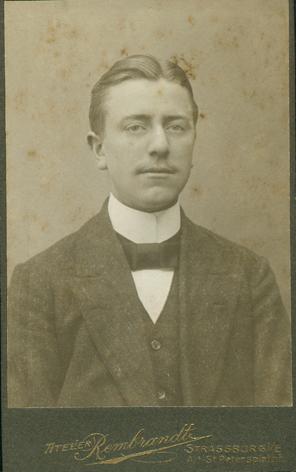 Richard Gribnitz, um 1912. Atelier Rembrandt, Strassburg i./E.