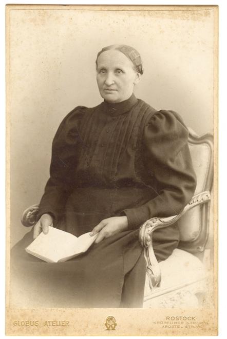 Lisette Sievert, 1904-1907. Globus Atelier