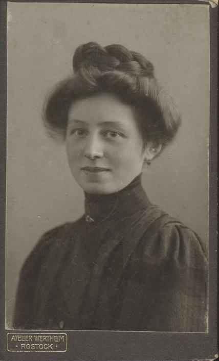 Elsa, um 1910. Atelier Wertheim