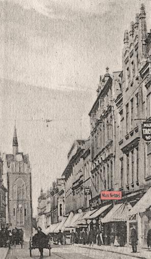Kröpeliner Straße um 1910, das Firmenschild von Max Netzel ist rot eingefärbt; Ansichtskarte, Ausschnitt