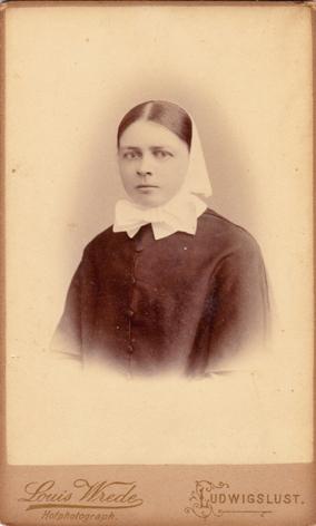 Clara Dieckhoff, Diakonissin in Ludwiglust. Fotograf: Louis Wrede, Ludwigslust.