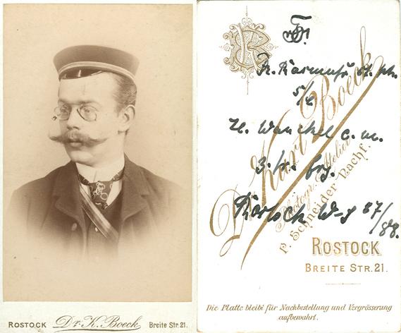Der abgebildete Student Franz Rasmuss stammte aus Güstrow und studierte in Rostock im Wintersemester 1887/88 Philosophie. Visitformat