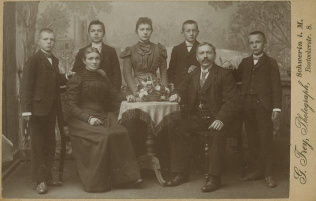 Gustav Frey. Rostocker Straße 8. 1897-1900