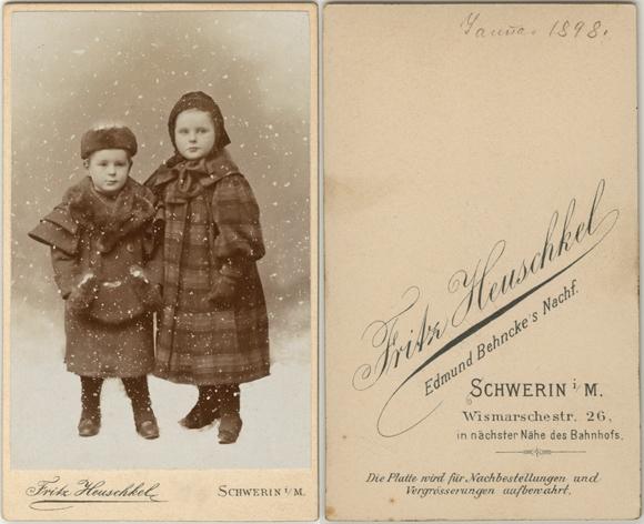 Fritz Heuschkel. datiert Januar 1898. Abgebildet sind zwei Kinder des Leutnants Friedrich von Kettler. Visitformat.