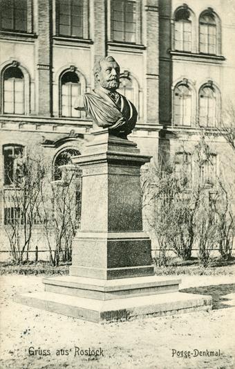 Pogge-Denkmal an der St-Georg-Straße vor dem Militär-Lazarett. 1910 gelaufen
