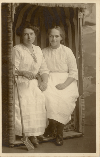 "Rückseitig handschriftlicher Vermerk: ""1913"""
