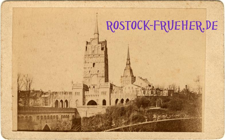 Kröpeliner Tor, rückseitig handschriftlich auf 1879 datiert; Visitformat; Rückseite siehe A5