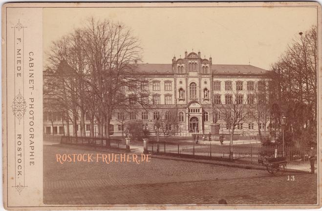 "Universität; um 1885; rechts unten Nummer ""13""; Kabinettformat; Rückseite blanko"
