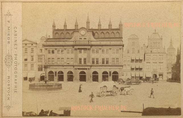 """Rathaus; frühestens 1881, wohl um 1885; rechts unten Nummer """"15""""; Kabinettformat, Rückseite blanko"""