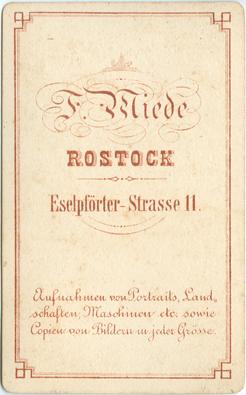 """A4 Rückseite eines Visitformats; mit Bezeichnung des Ateliers """"Eselpförter-Straße 11""""; 1870er Jahre"""