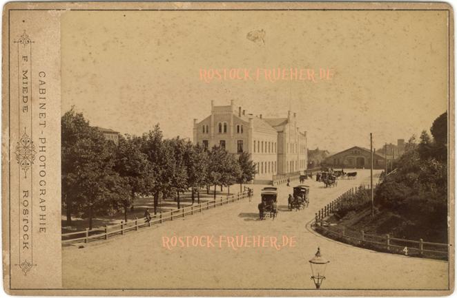 """Friedrich-Franz-Bahnhof, um 1885, unten rechts Nummer """"4""""; Kabinettformat, Rückseite blanko"""
