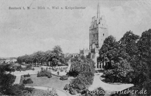 Blick vom Wall auf das Kröpeliner Tor. 1919 gelaufen