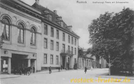 Großherzogliches Palais mit Schwaaner Tor. 1914 gelaufen