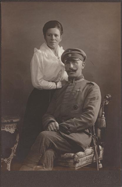 Unten rechts Prägung: Steenbock & Sohn, Kabinettformat, Rückseite blanko