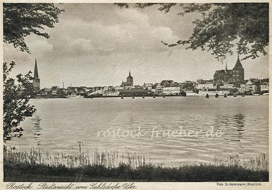 Stadtansicht vom Gehlsdorfer Ufer. Rechts unten: Foto Dr. Kotelmann, Rostock. 1930 datiert
