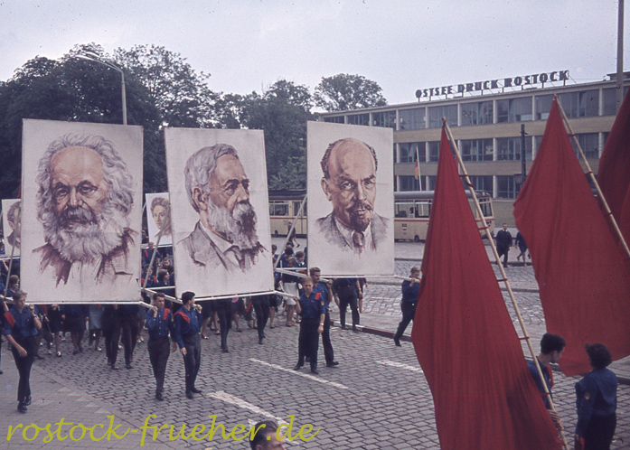 Ernst-Barlach-Straße. Marx, Engels und Lenin