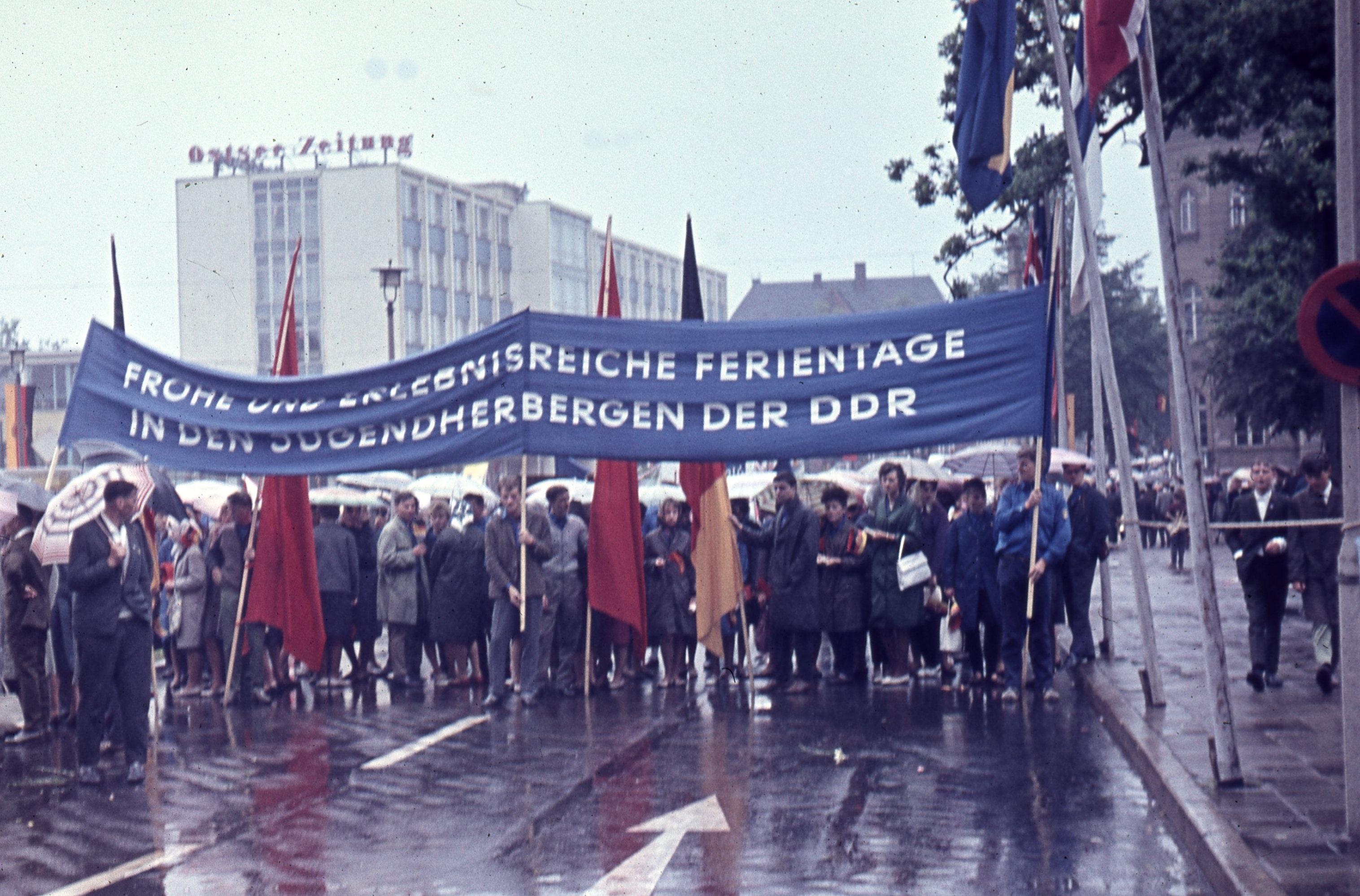 Frohe und erlebnisreiche Ferientage in den Jugendherbergen der DDR