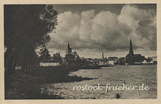 Blick vom Mühlendamm auf Rostock. Ungelaufen