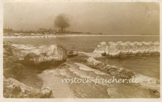 Foto-Postkarte. Handschriftlich 1921 datiert. Die Rauchwolke im Hintergrund stammt von der Fähre nach Gedser.
