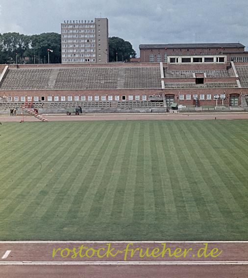Ostseestadion, Blick zur Westtribüne und zum Sportforum