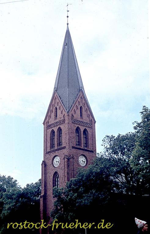 Kirche. (Man beachte rechts unten die Zipfelmütze