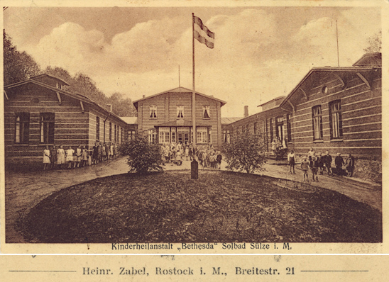 "Kinderheilanstalt ""Bethesda"" Solbad Sülze i.M.; rückseitiger Namensaufdruck vergrößert dargestellt"