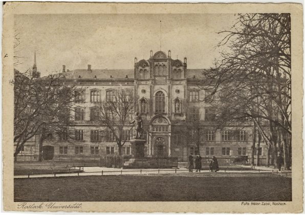 Rostock. Universität. Rechts: Foto Heinr. Zabel. Rückseitiger Aufdruck: Postkartenverlag Heinedruck Rostock. 1933 gelaufen