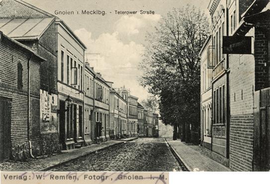 Gnoien, Teterower Straße. Verlag: W. Remien, Fotogr.; Ansichtskarte, 1918 gelaufen