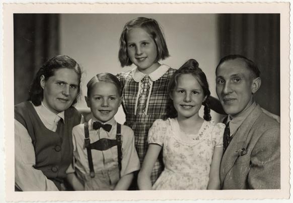 Fritz Purwin. 1936-1940, 1949. rechts unten Prägung: F. Purwin, Schwerin