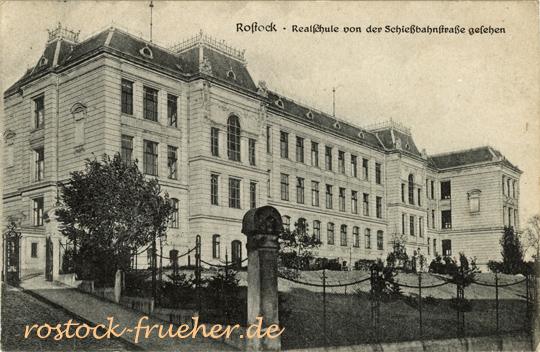 Realschule von der Schießbahnstraße gesehen